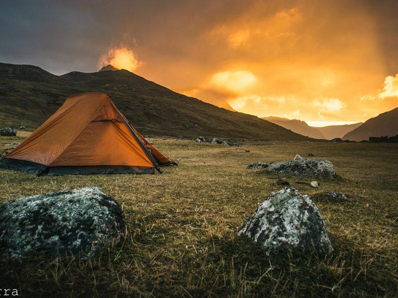 Por do sol no camping Huayhuash.