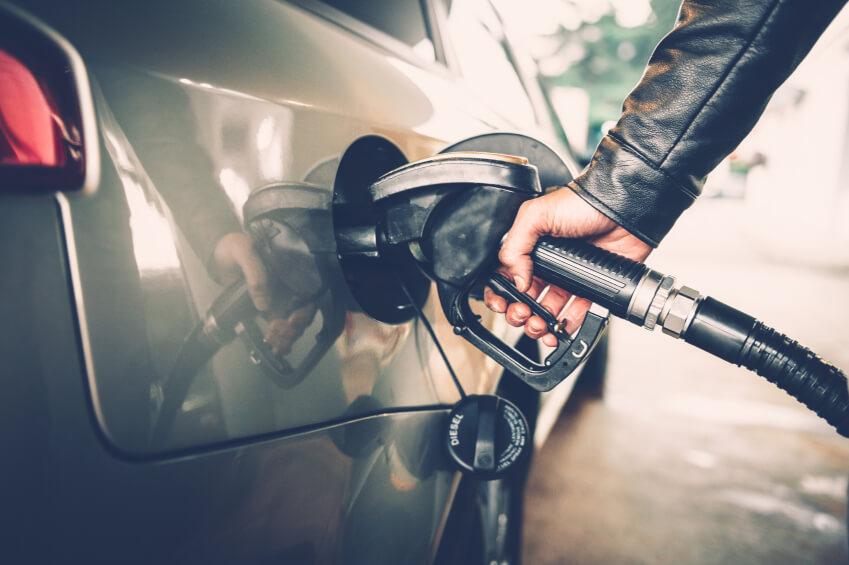 Como economizar gasolina quando ela está acabando?